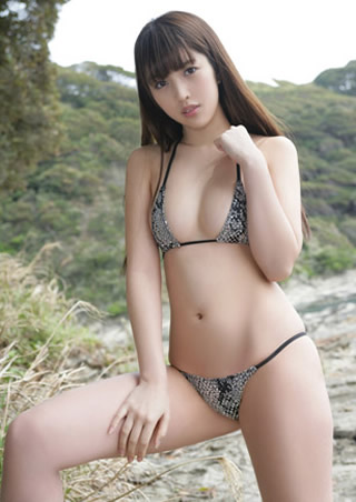 富樫あずさ極小ビキニ水着の黒髪美女