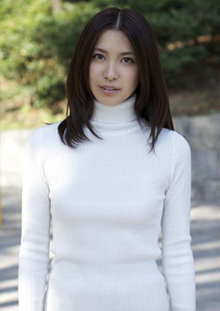 戸田れいタートルネックセーター美人.jpg