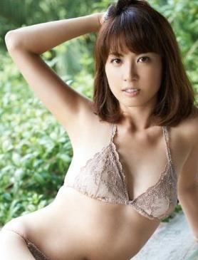 谷岡恵里子の水着画像